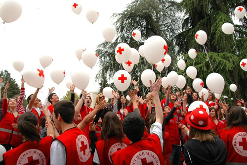 "Former Yugoslav Republic of Macedonia. Macedonian Red Cross youth volunteers celebrate the ""Find the volunteer inside you"" campaign by releasing balloons to send a symbolic message: ""Help one another in the world!"" © The Red Cross of The Former Yugoslav Republic of Macedonia"