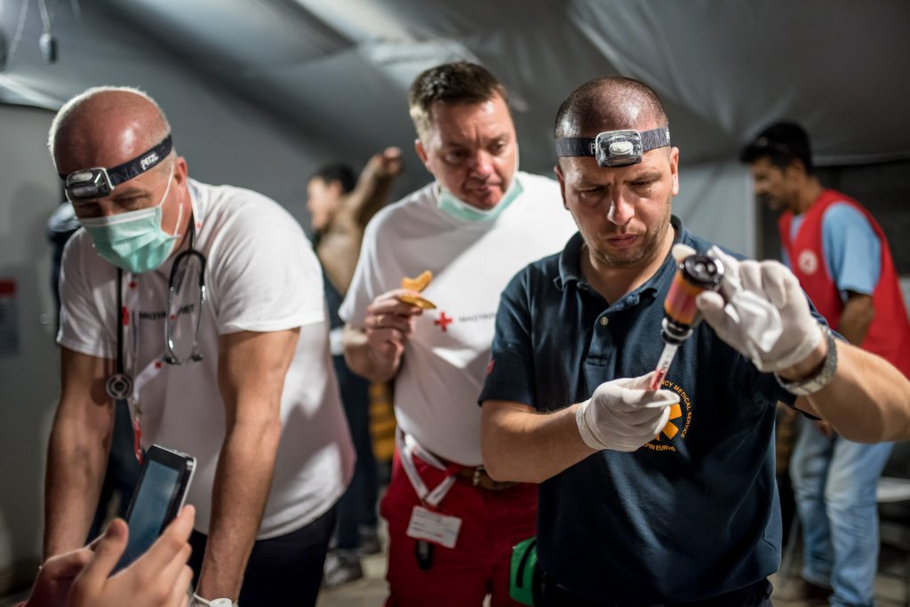 The recently established Hungarian Red Cross mobile health unit deployed its first team to Idomeni, Greece on 19 February. During their ten days mission the six-member team provided urgent health support to more than 1,000 migrants stuck in the small Greek village near the border with the former Yugoslav Republic of Macedonia; an estimated 40% of these were children and babies.